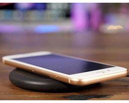 "iPhone 充满电后仍然会有""闪电""标志,是否正常?"