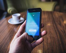 在 iPhone 上快速分享电话号码的两个小技巧