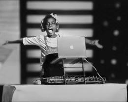 苹果分享最新「敬 Mac 背后的你」视频,高光展示「改变世界」的女性