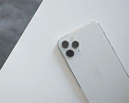 如何防止 iPhone 在充电时自动关闭低电量模式?