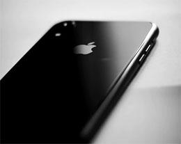 """当 iPhone 提示""""闪电接口检测到液体""""时还可以继续充电吗?"""