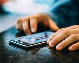 iPhone 7黑屏打不开怎么办