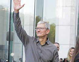 苹果股东大会:库克任期内回报率达 867%,股东批准薪资奖励计划