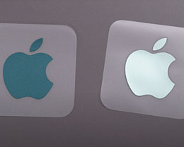 M1 iMac 配备了与机身颜色匹配的双色苹果贴纸