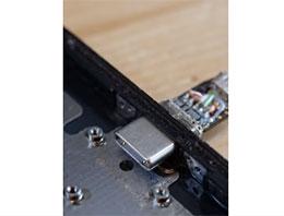 技术大神将 iPhone X Lighting 端口改造成 USB-C