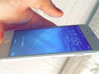 苹果iPhone6首次开机点亮屏幕