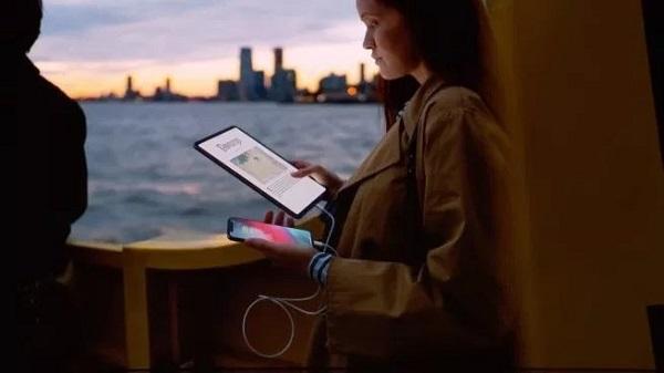 iPad Pro 搭载的 USB-C 接口拓展性不输于 Mac 系列 Thunderbolt 雷电接口