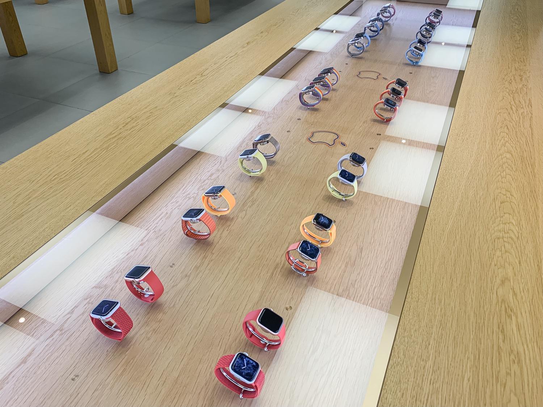 苹果计划在全球范围推出骄傲彩虹版 Apple Watch 展台