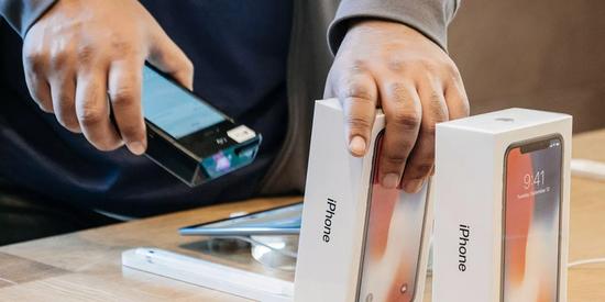如果每年买一款新 iPhone,总共需要多少成本?