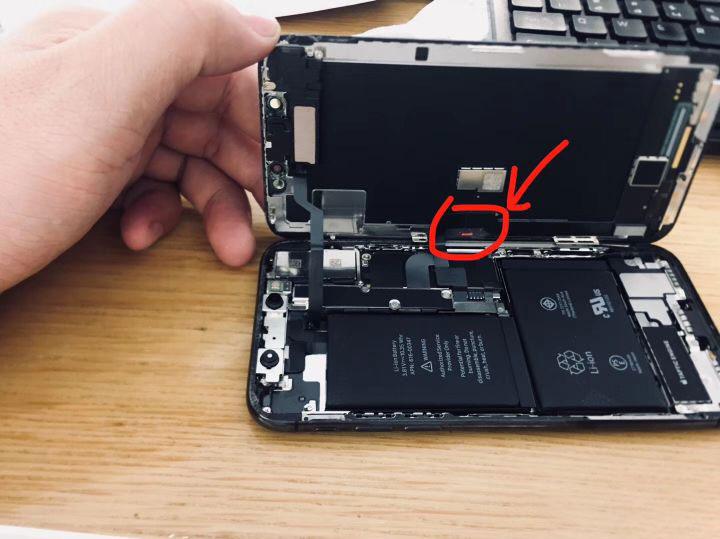 iPhone 进水后有哪些痕迹?苹果官方是如何检测 iPhone 进水的?