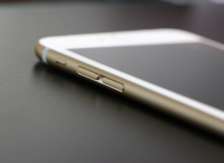 想要购买二手 iPhone,如何识别组装机或翻新机?