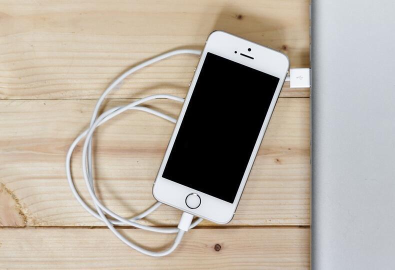 iPhone 无法正常充电的问题及解决办法汇总