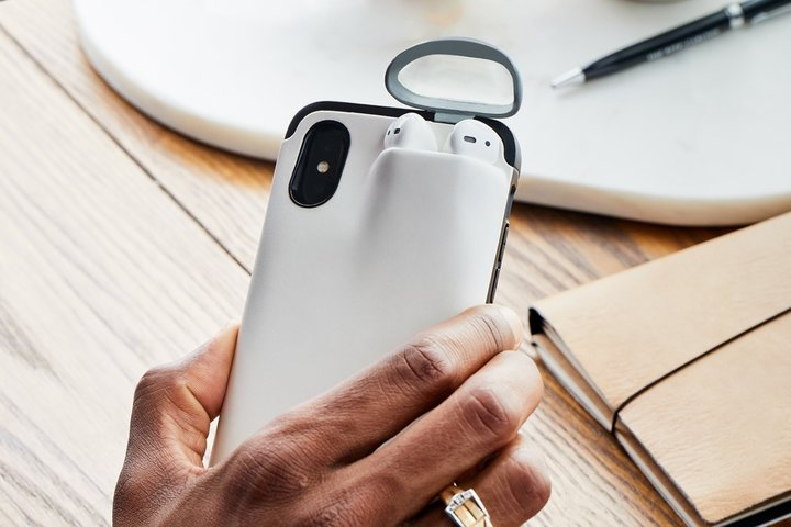 Power 1 手机保护壳可以为 iPhone 和 AirPods 同时充电