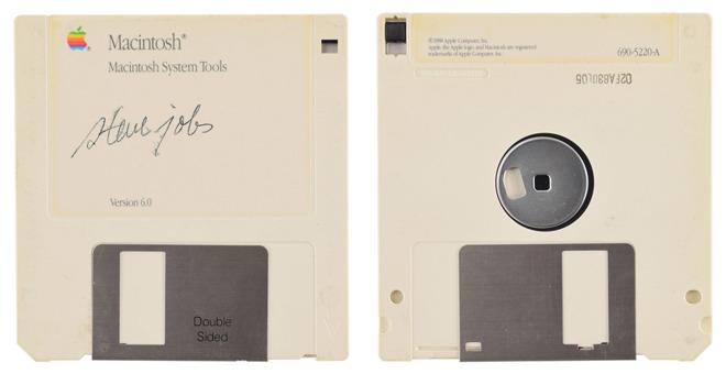 乔布斯亲笔签名的软盘正被拍卖,预估成交价至少达 7,500 美元