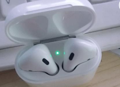 AirPods耳机盒绿灯一直闪烁是怎么回事?