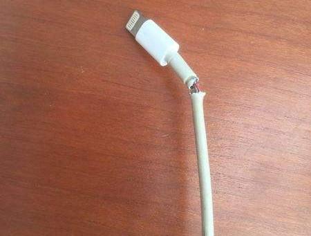 """iPhone 充电时提示""""可能不支持此配件""""是什么原因?"""