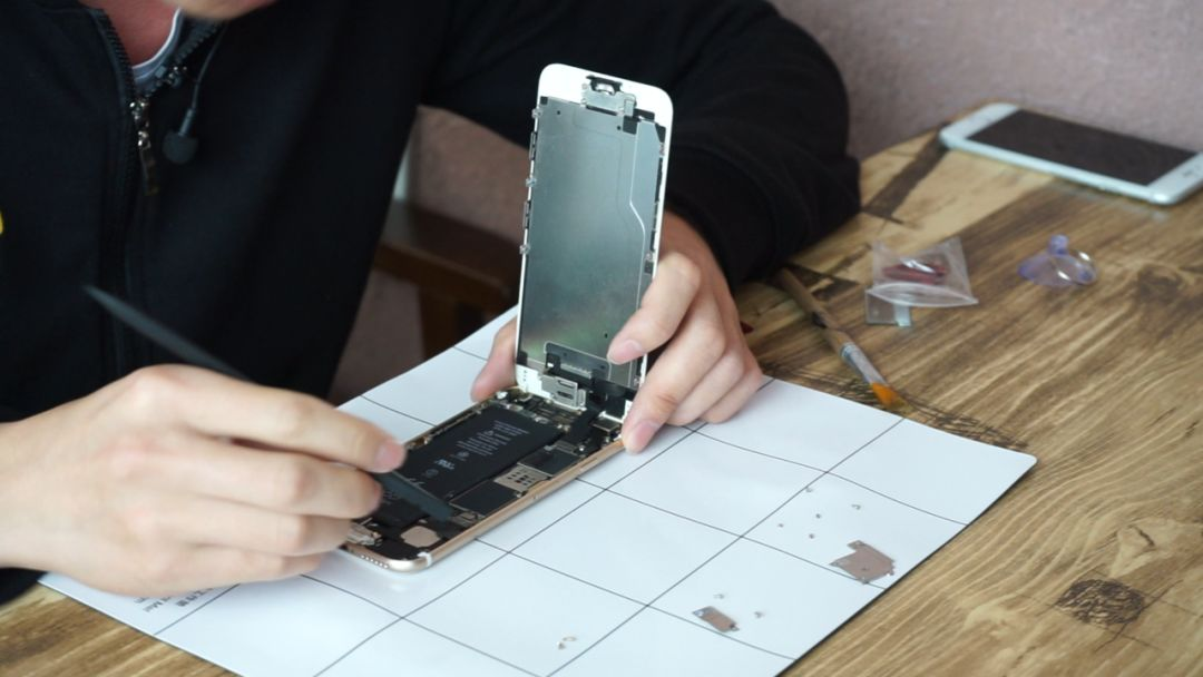 注意分辨,最新款 iPhone SE 扩容机已经来了