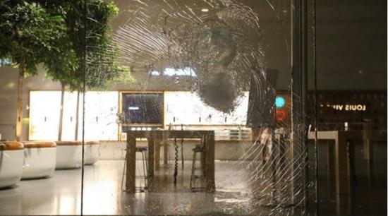美国各地抗议活动持续不断,Apple Store 被砸毁和洗劫