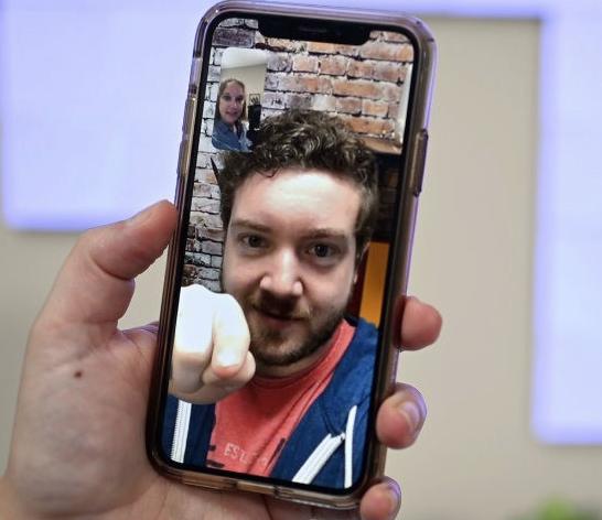 苹果 iOS 14 将支持 FaceTime 眼神接触校正功能