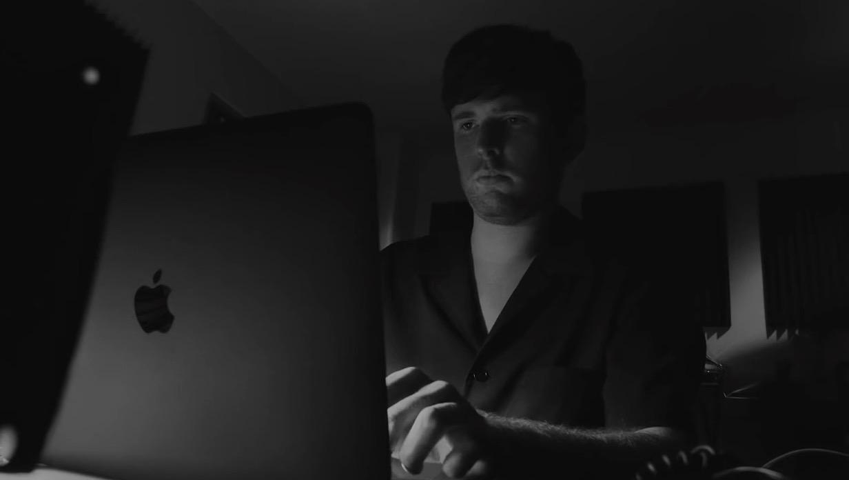 苹果分享最新「敬 Mac 背后的你」宣传片,James Blake 出镜