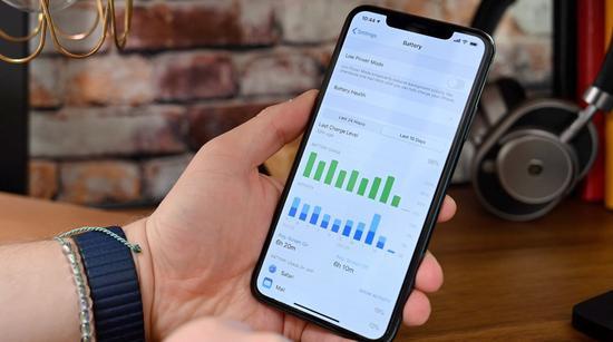OLED 面板采购量不达标。苹果赔偿三星约 9.5 亿美元