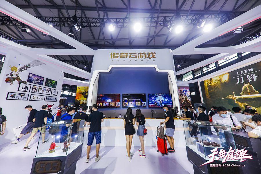 2020ChinaJoy盛趣游戏玩花活:冷兵器武士出击 传奇20周年巨幅壁画引围观