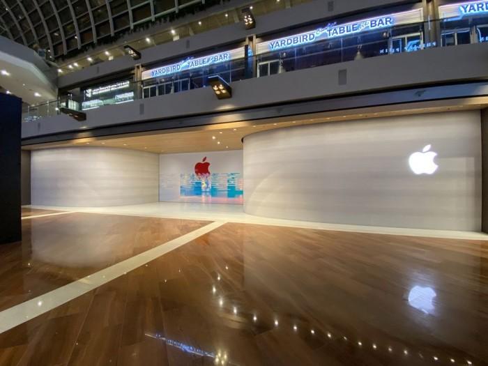 首家水上 Apple Store 即将开业,工人正拆除覆盖物和脚手架