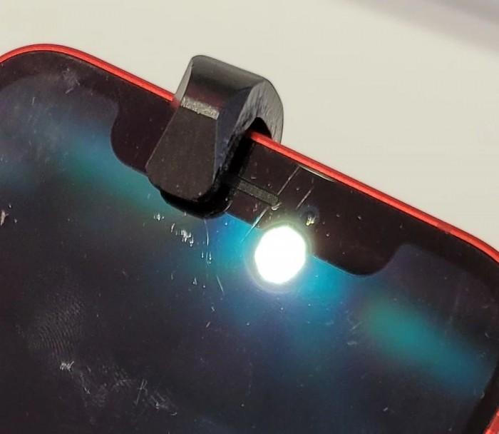 iPhone 12 屏幕更耐摔,但仍要注意划痕问题