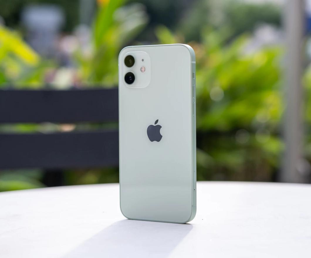iPhone 12 不慎落入水中如何处理?