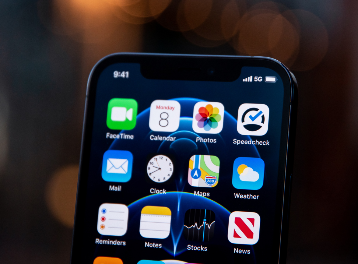 Why does iPhone 12 automatically shut down in winter?