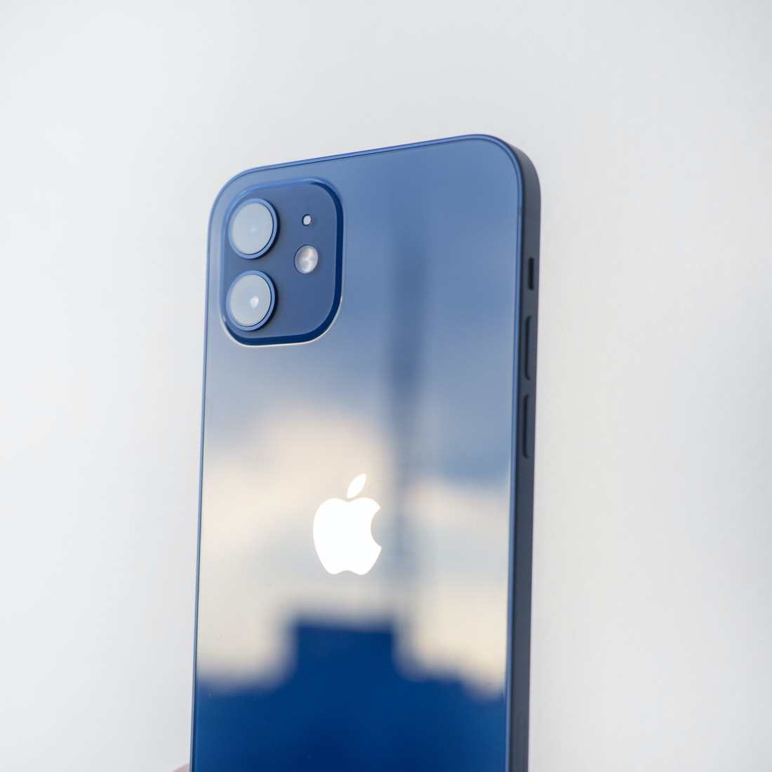 库克:iPhone 12 是最受欢迎的型号,Pro 和 Pro Max 销量也很强势