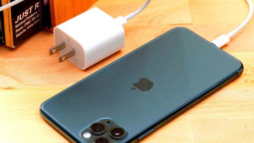 一位巴西 iPhone 12 用户赢得官司,苹果需为其免费提供充电器