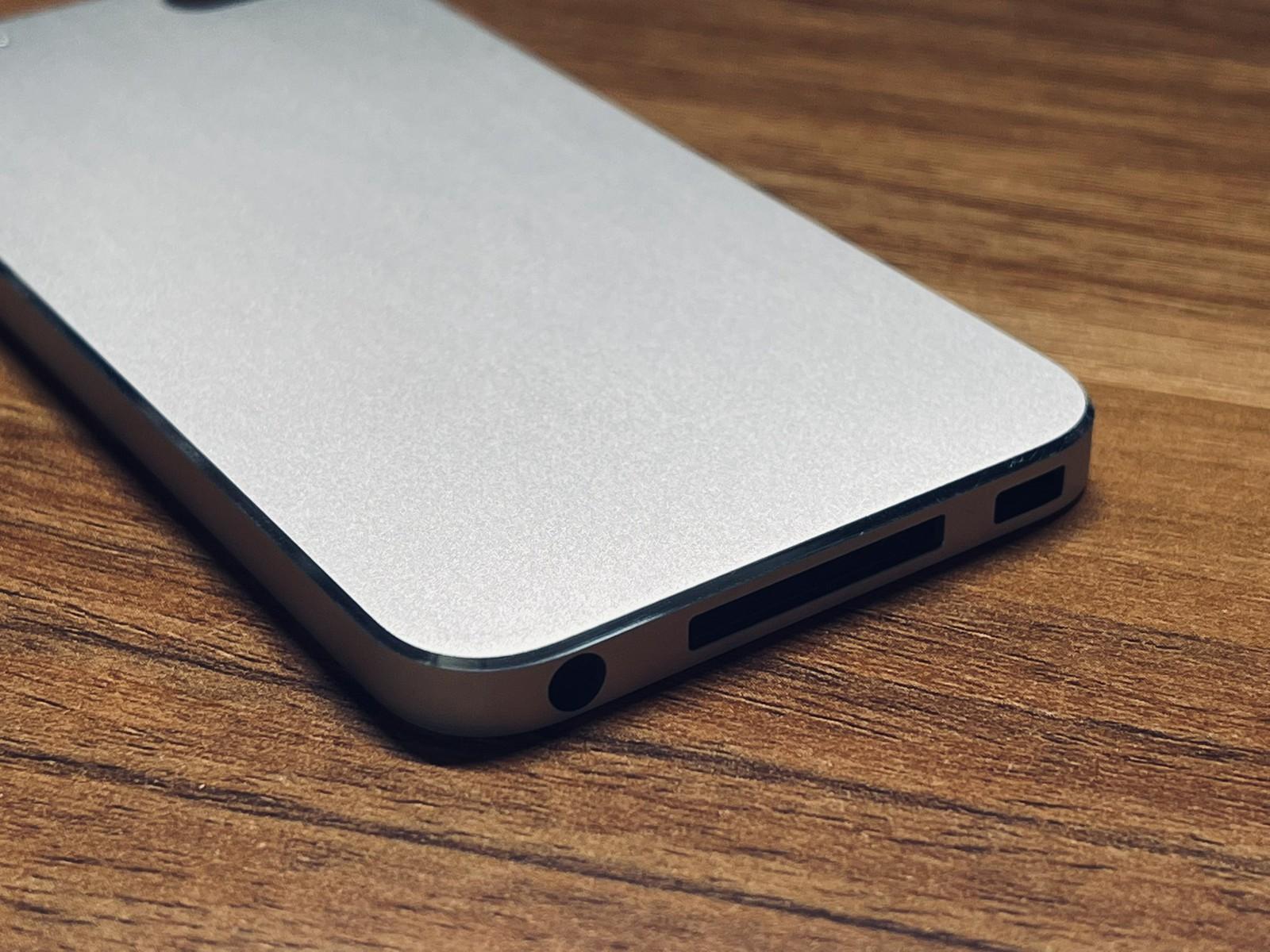 网友分享未发布的直角边 iPod Touch 原型机