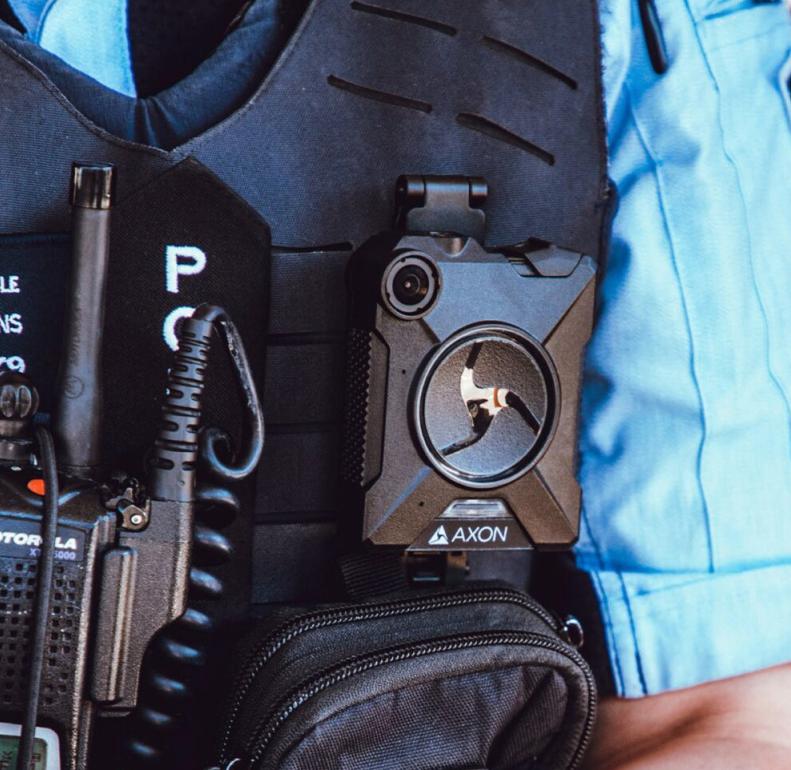 外媒:苹果要求部分员工佩戴警用级随身摄像头,以防止产品泄密